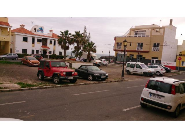 2 a 4 person apartment in Cotillo 30 meters from the sea. Cotillo is a lovely old fishing village on the coast of Fuerteventura in the Canary Islands. Many possibilities for diving, surfing & keiten