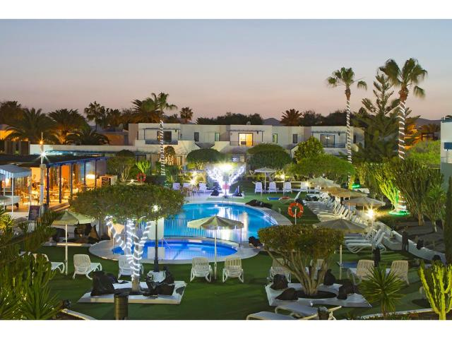 A stunning holiday resort which boasts the best location in Puerto Del Carmen. Set in beautiful mature gardens around a large heated swimming pool