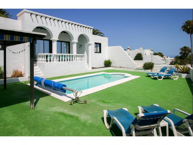 luxury detatched private villa sleeps 6 fast free wifi