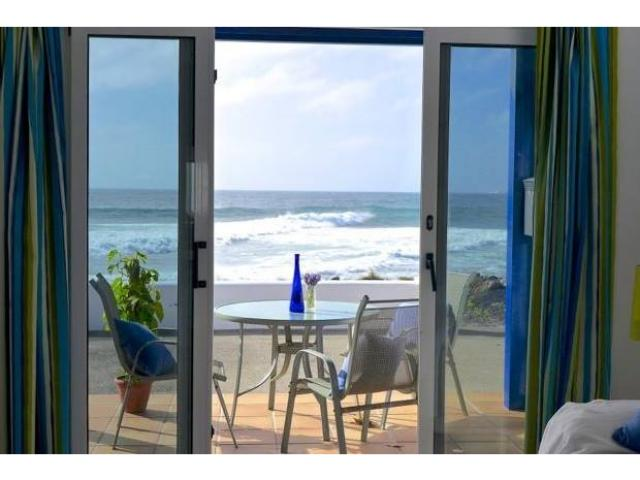 Idylic refurbished bungalow situated on the edge of the shore line. Free Wi Fi