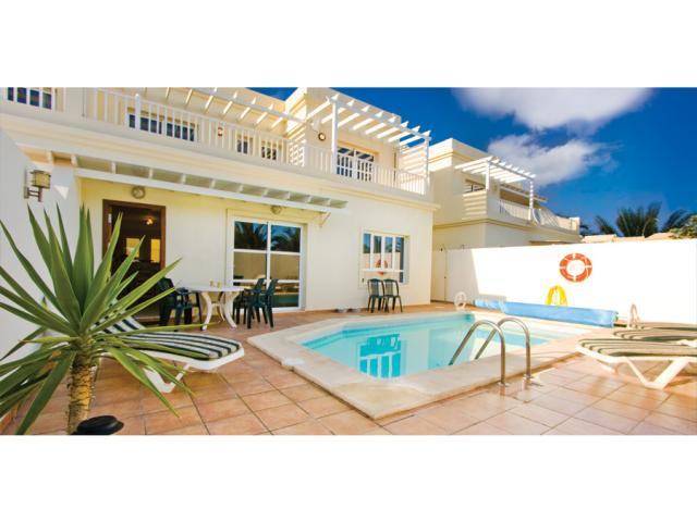 Private villa with heated pool in Costa Teguise