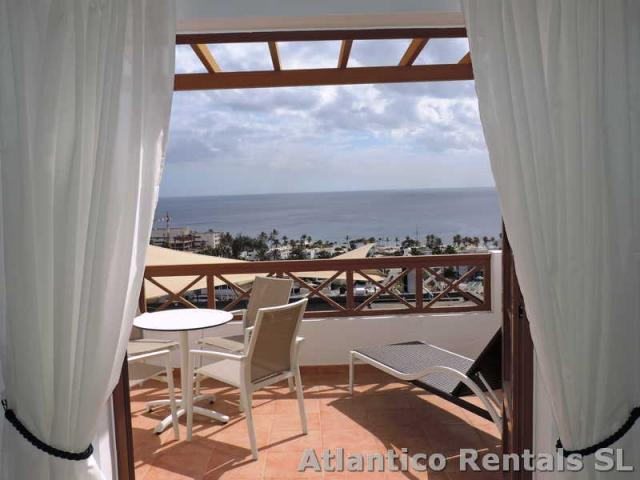 Refurbished Spacious 2 Bed/2 Bath 1st Floor Apartment with Sea Views