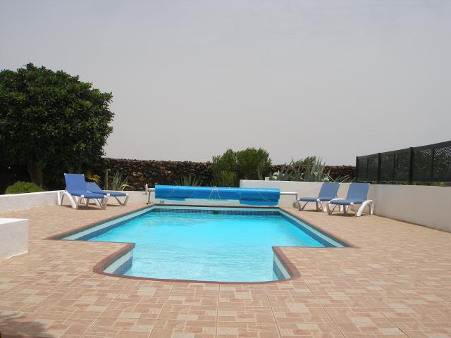 2 bedroomed villa, wifi and heated pool