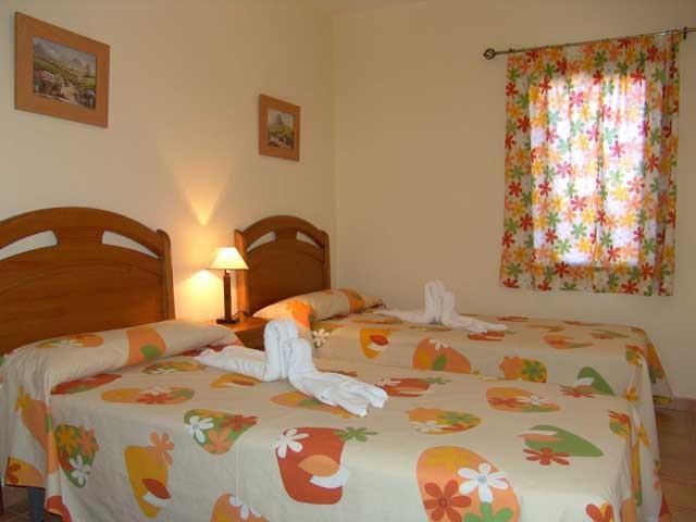 Twin bedroom - Villas del Sol, Corralejo, Fuerteventura