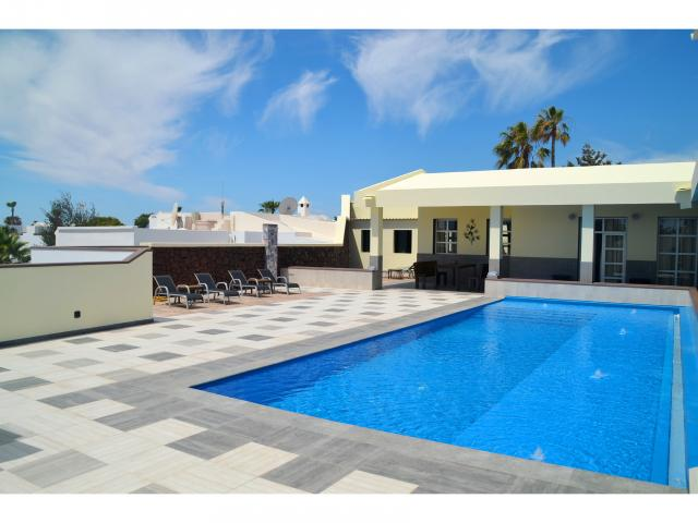 Contemporary 4 Bed/4 Bath Villa with Private Pool