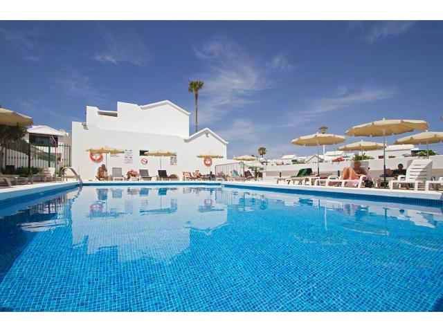 Our beautiful heated swimming pool - 1 Bed - Diamond Club Maritima, Puerto del Carmen, Lanzarote