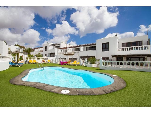 The complex and pool - 3A Columbus Apartments, Puerto del Carmen, Lanzarote