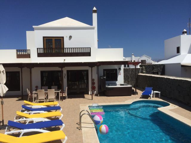 3 Bed detached Villa with private pool & hot tub
