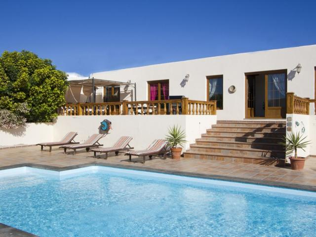 Luxury 4 bedroom 4 bathroom Rural Villa Sleeping up to 10 people in the picturesque village of Nazaret near the town of Teguise Lanzarote.