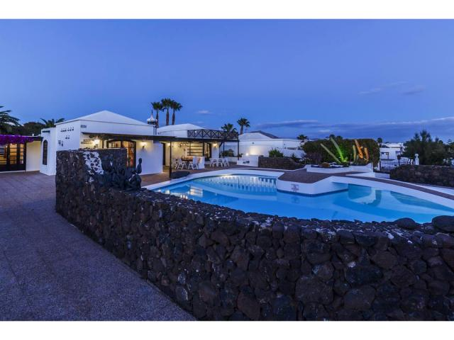 Villa Charlotte in the evening - Villa Charlotte, Playa Blanca, Lanzarote