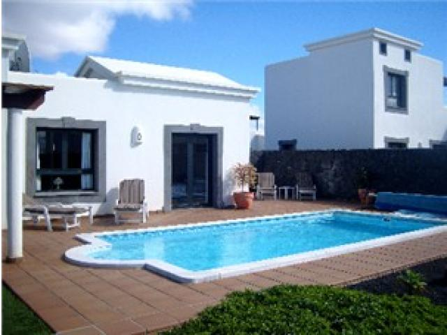 Luxury 2 bed villa in Playa Blanca with Private heated Pool, Hot Tub and High Walls for privacy