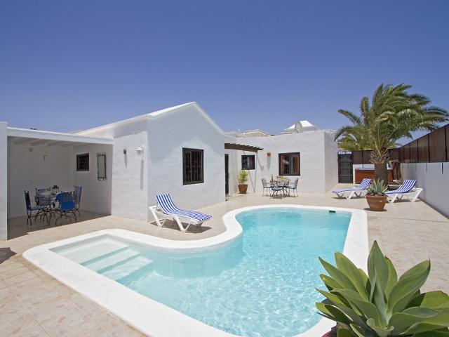 Villa in Los Mojones,Puerto Del Carmen,Total Privacy, Pool & Hot Tub,near beach