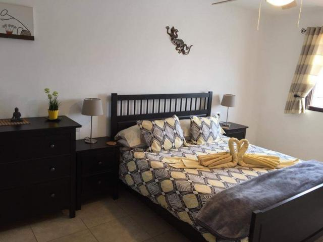 Master bedroom with ensuite - Casa Margaret, Playa Blanca, Lanzarote