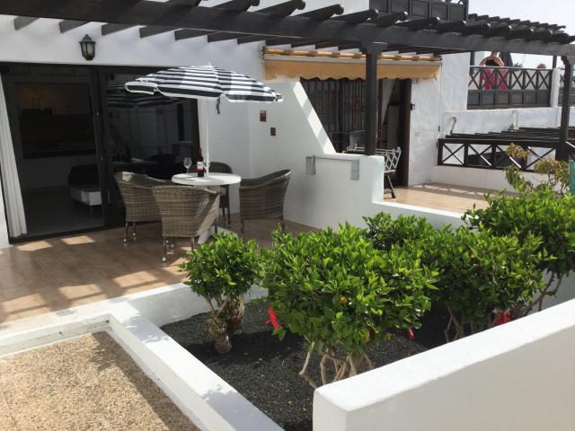 - Los Hibiscos Rojos, Puerto del Carmen, Lanzarote